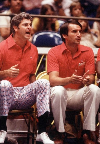 Pictured: 1,902 wins.